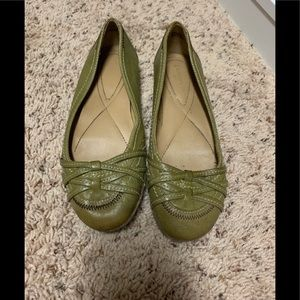 Women's size 6 Olive Green Naturalizer Flats
